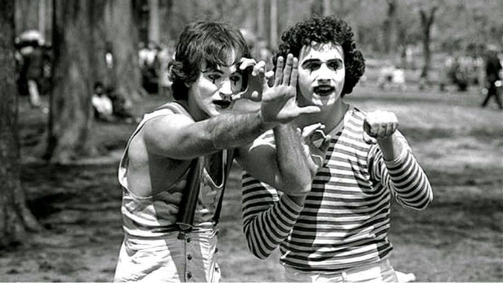 Robin Williams Miming in Central Park