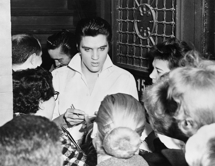 Elvis Presley Singing Autographs