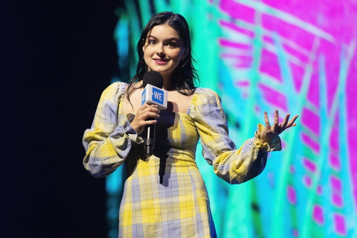 ariel winter on stage