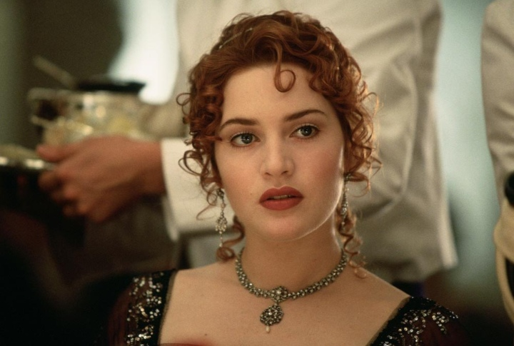 Kate Winslet in Titanic, production mistakes