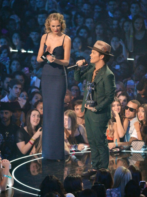 Bruno Mars, Taylor Swift, shortest men
