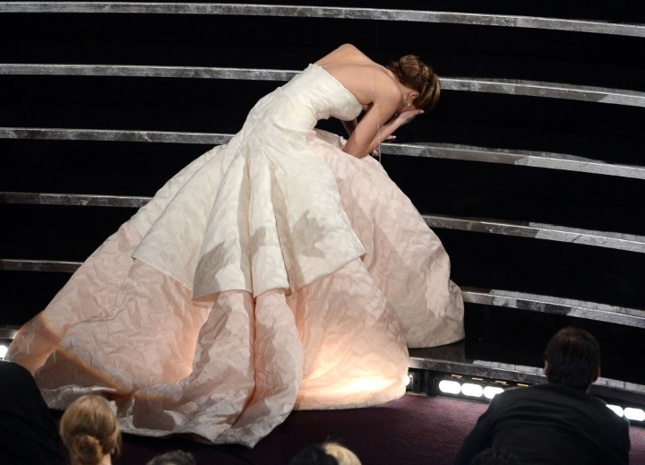 Jennifer Lawrence falling