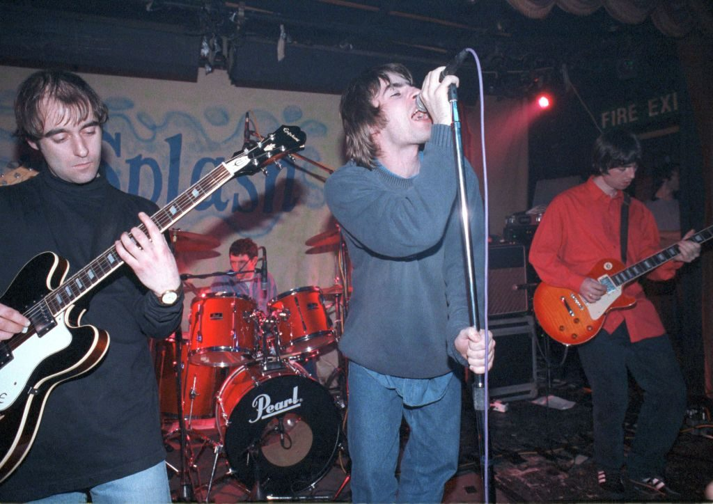 UNITED KINGDOM - JANUARY 27:  SPLASH CLUB  Photo of Paul 'Bonehead' ARTHURS and Noel GALLAGHER and Liam GALLAGHER and OASIS, L-R: Paul 'Bonehead' Arthurs, Tony McCarroll, Liam Gallagher, Noel Gallgher - performing live onstage at The Water Rats